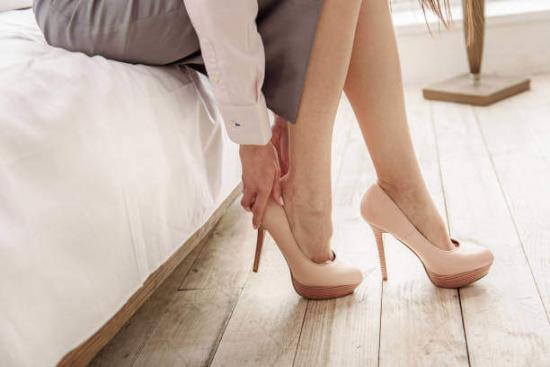 Yüksek Topuklu Ayakkabı Halluks Valgusa Neden Olur Mu?